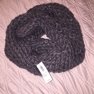 Old navy gray not infinity scarf
